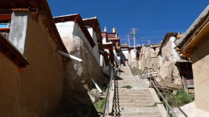 Stairs to the temple in Ganzi