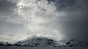 Beauty of Greenland : from the cloudy mountains to the sea ice